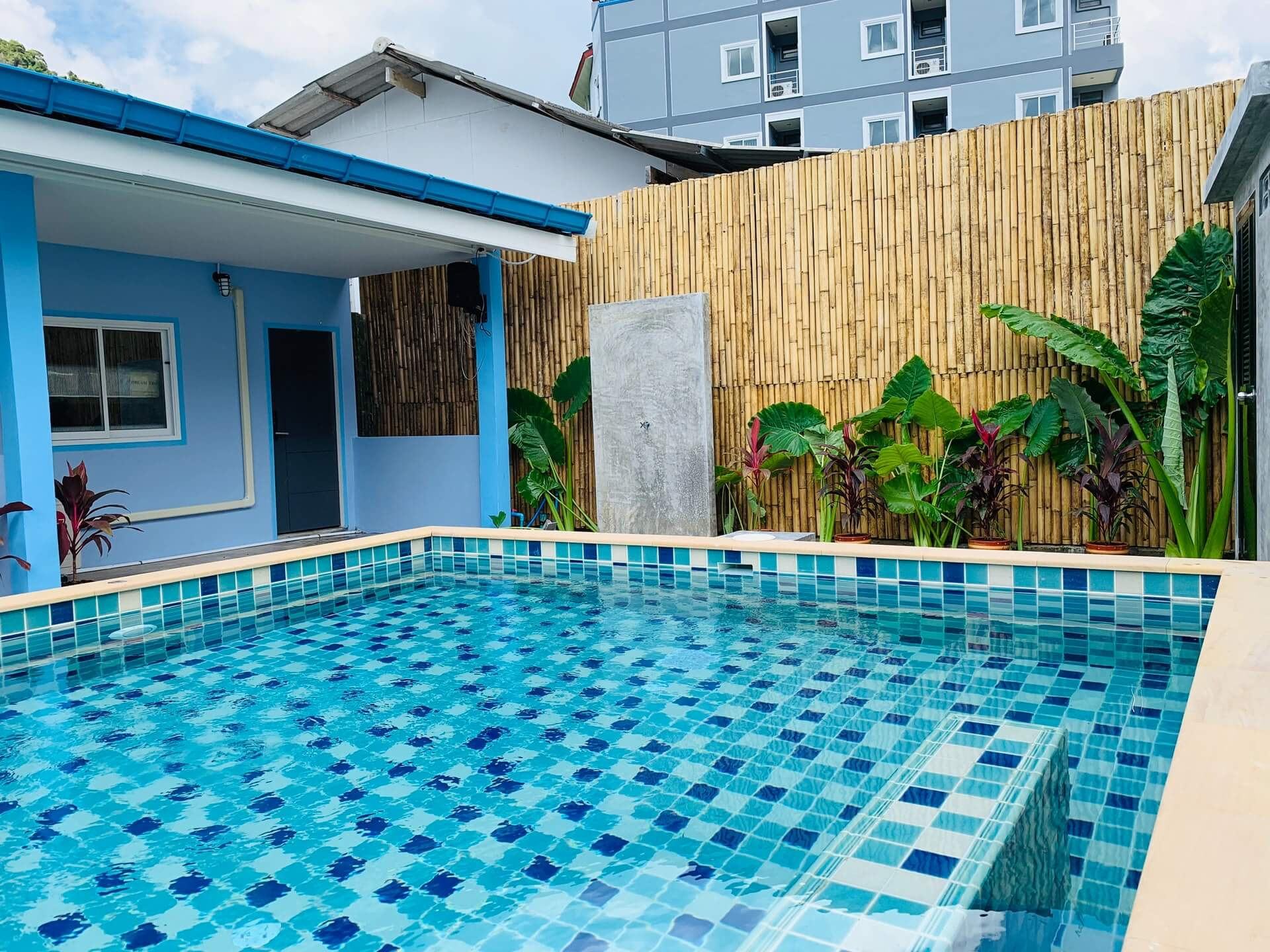 rectangular above ground pools
